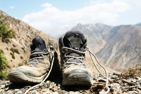 Skitten må vekk før du behandler støvlene. Foto: Colourbox.com