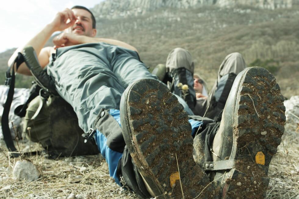 Er støvlene godt behandlet, skal de holde deg tørr og komfortabel på turen. Men sjekk hva slags materialer skoene er laget av før du behandler dem. Foto: Colourbox.com
