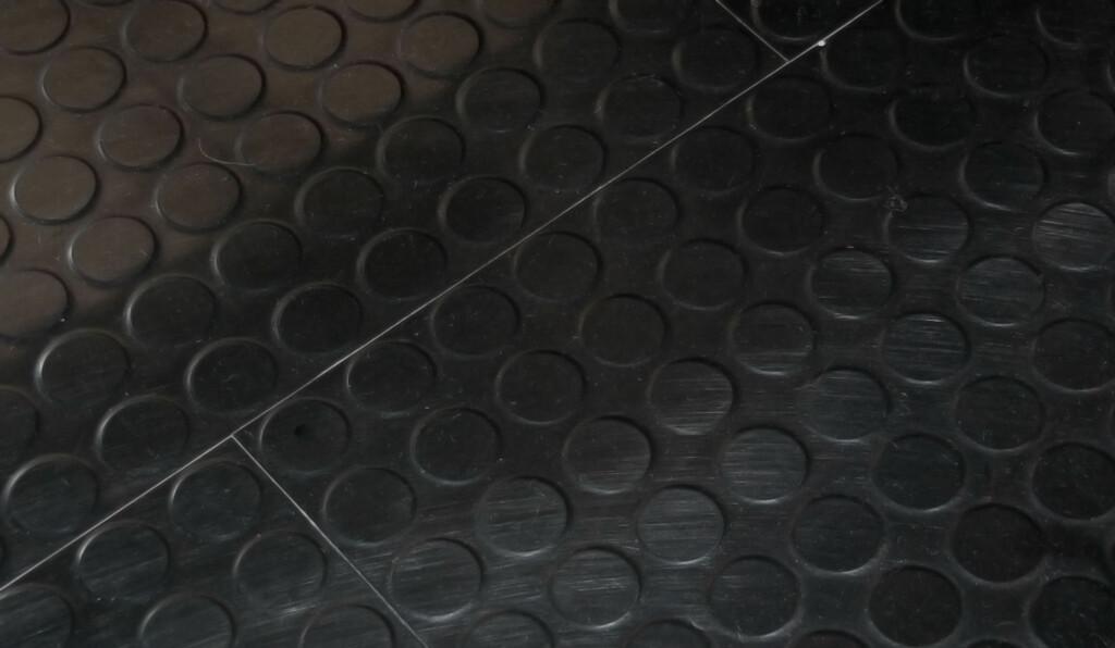 Gummigulv lagt som fliser Foto: Brynjulf Blix