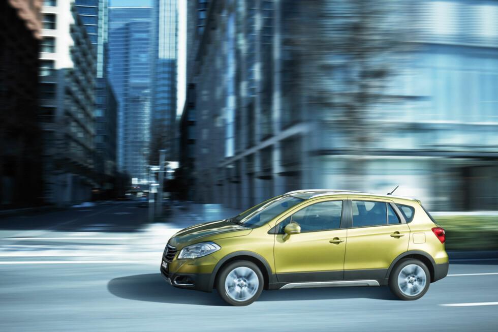 Ny folke-SUV fra en av spesialistene på temaet, nemlig Suzuki. Annen generasjon SX4 ser unektelig mer attraktiv ut enn den første. Men vil det være tilstrekkelig i dagens hyper-konkurranseutsatte marked? Foto: SUZUKI