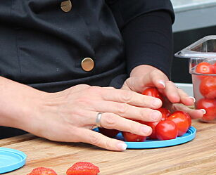 image: Slik deler du cherrytomater