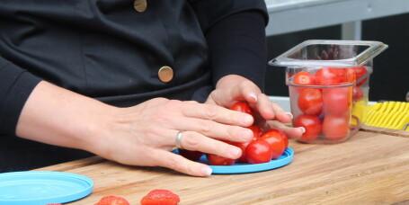 Slik deler du cherrytomater