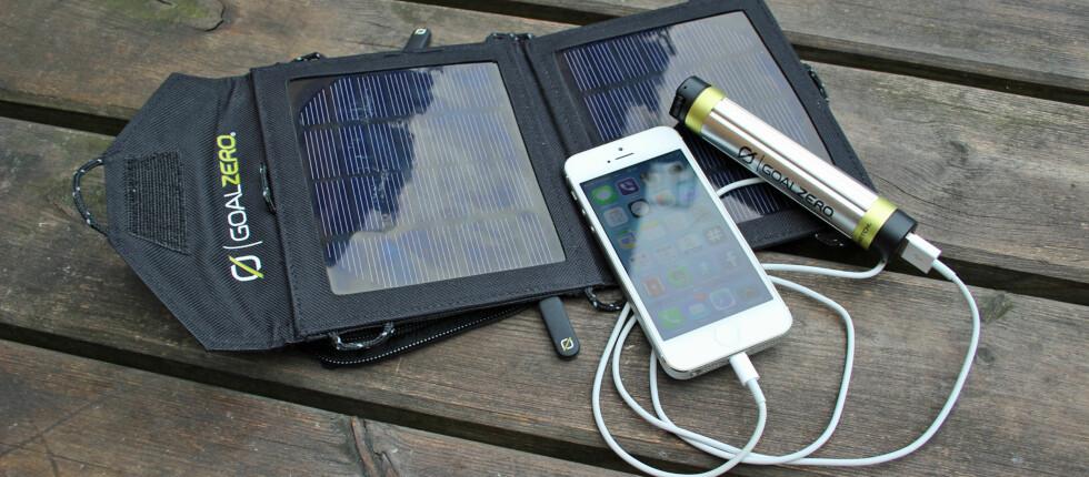 Med Switch 8 Kit fra Goal Zero trenger du i ikke å være i nærheten av strømuttak for å forlenge batteritiden på smarttelefonen din. Foto: Kirsti Østvang