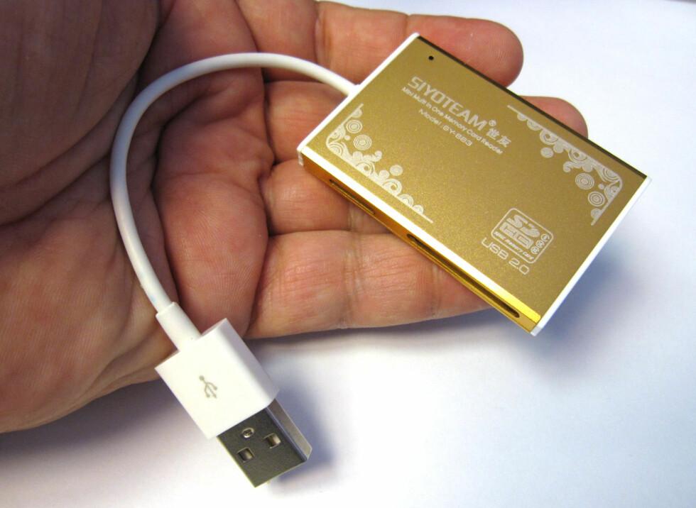 Den tar alle aktuelle minnekort, både vanlige og i mikro-størrelse. Og prisen bør ikke skremme noen... Foto: Bjørn Eirik Loftås