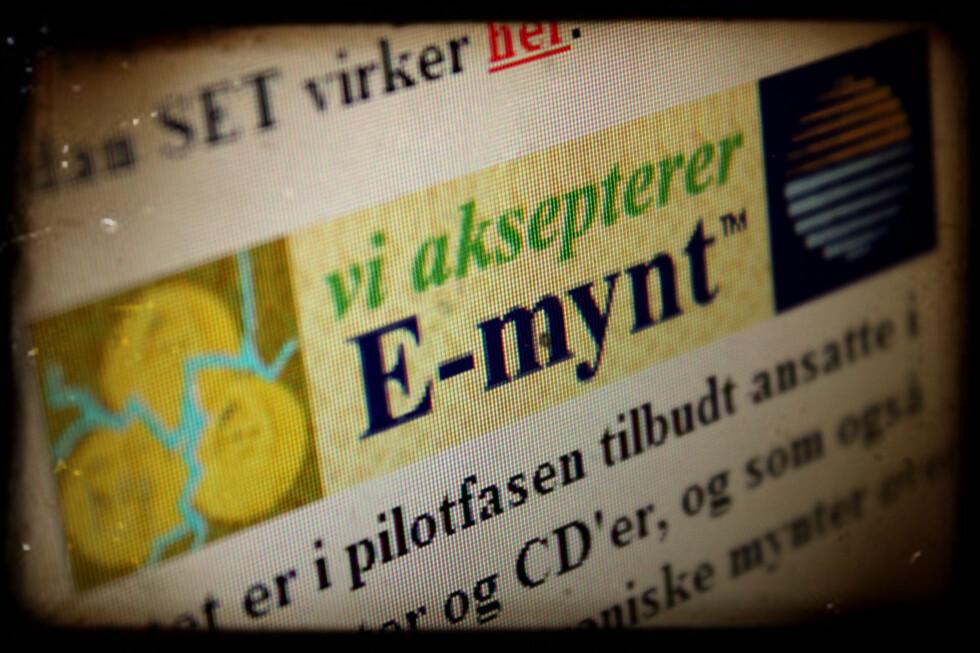 GAMLE DAGER: I 1997 forsøkte DNB å få E-mynt til å bli nordmenns netthandel-løsning. Slike skilt skulle pryde nettbutikkene som støttet valutaen.  Foto: Ole Petter Baugerød Stokke