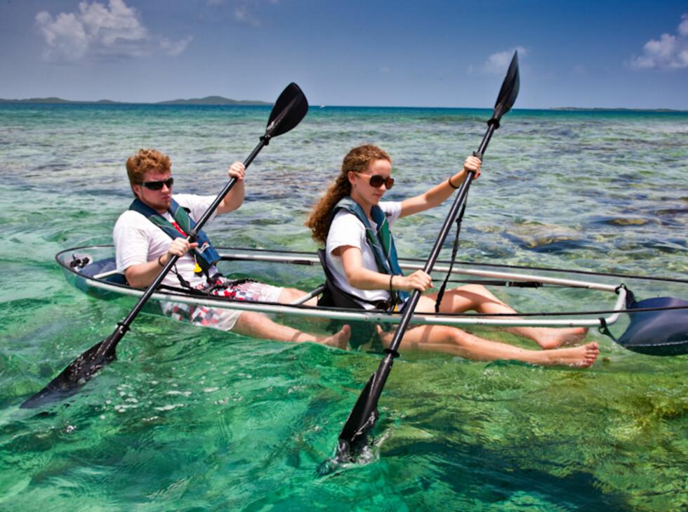GØY: Det ser unektelig morsomt ut å padle denne over et korallrev.  Foto: Clear Blue Hawaii
