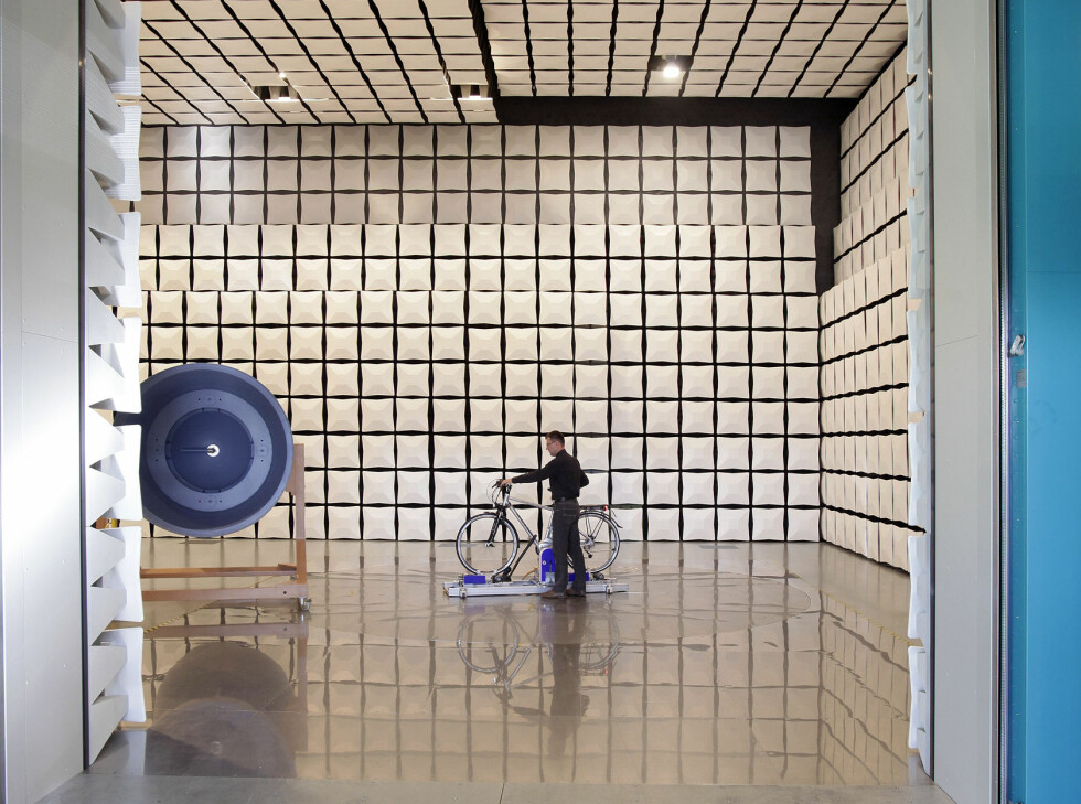 Test av elektromagnetisk felt og stråling. Foto: Amin Akhtar/Stiftung Warentest
