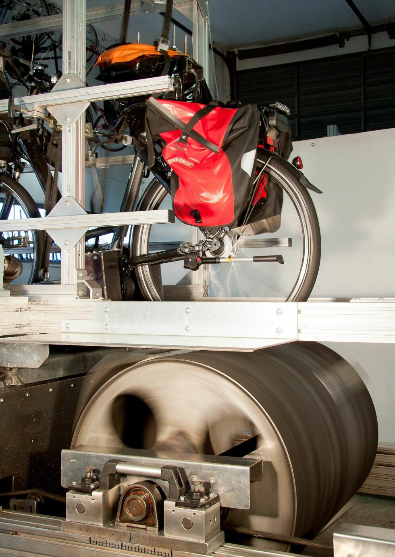 Slik er det testet: På sykkelrulle over 20.000 kilometer. Foto: Stiftung Warentest