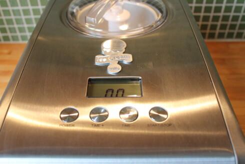 Fire betjeningsknapper foran på maskinen er intuitive i bruk. Foto: Elisabeth Dalseg