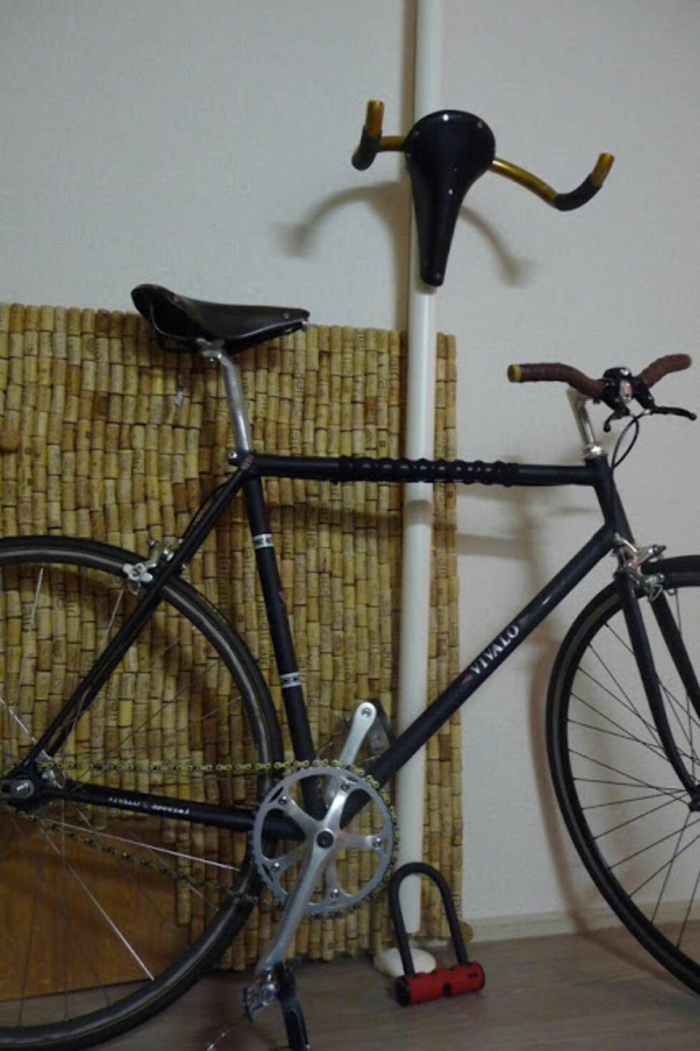 Smart gjenbruk av gamle sykkeldeler i kombinasjon med Stolmen. Foto: IkeaHackers