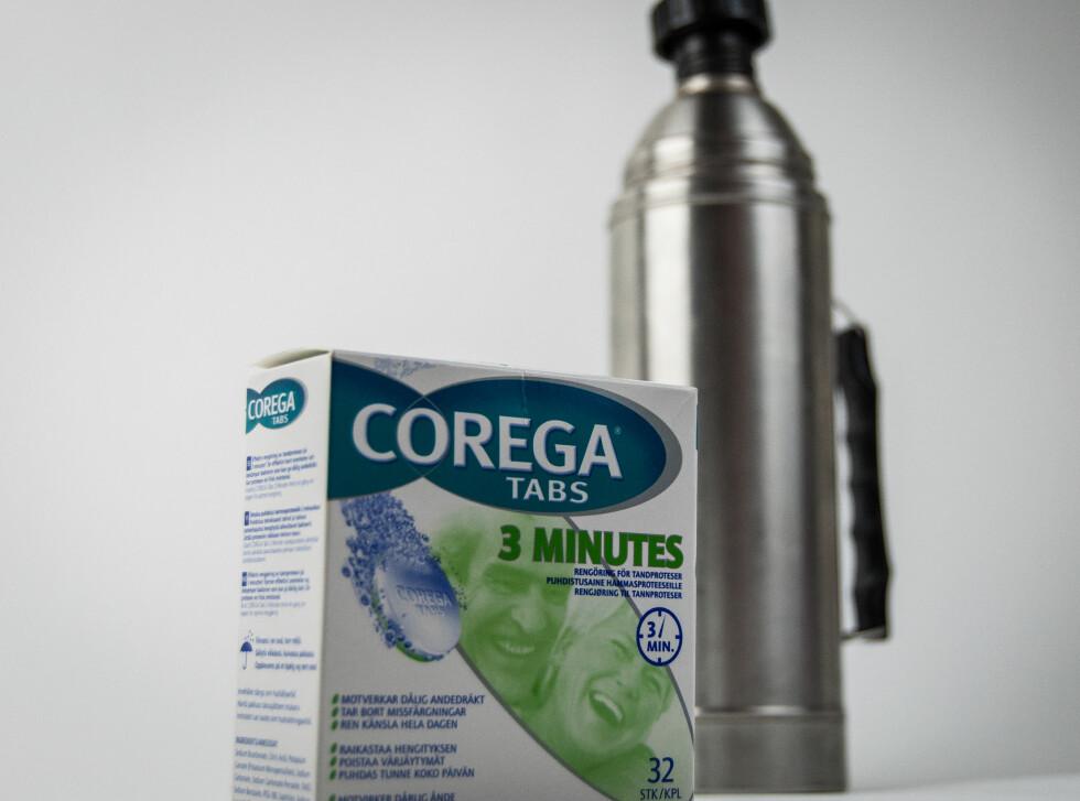 ALT DU TRENGER:  En pakke med rensetabletter for tannproteser.  Foto: DINSIDE
