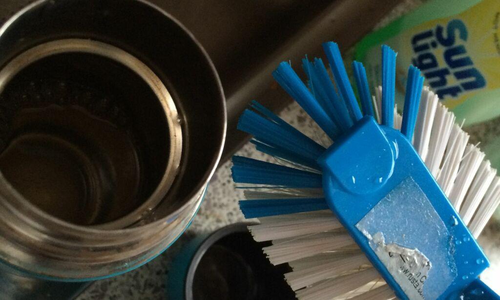 image: Genialt triks for å få termosen ren