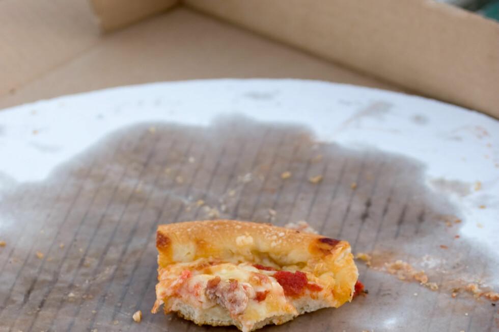 Det tok fyr i en tom pizzaeske under matlagingen, men handlet forsikringstakeren uaktsomt? Foto: Colourbox