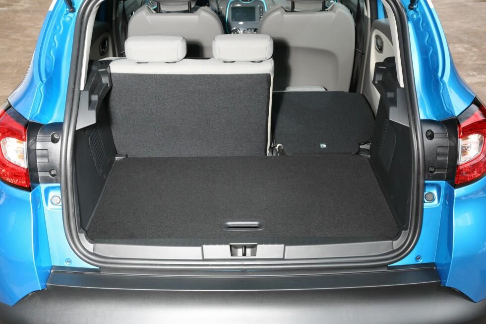 Captur er fleksibel og med baksetene i fremre posisjon er det mye bagasjeplass. Under gulvet er det mer plass. Dette kan legges i bunnen eller brukes som lastegulv nr. to hvis man for eksempel vil ha klær o.l. for seg selv under det.