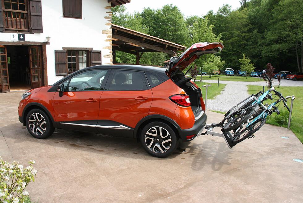 Renault Captur kan leveres med spesialtilpasset sykkelstativ. Foto: Knut Moberg