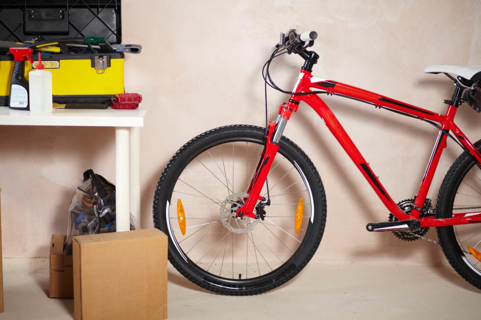 INNELÅST: Sykkelen din bør aller helst være låst inne, for eksempel i en låst garasje.  Foto: All Over Press
