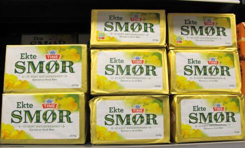 Smør er et naturprodukt laget av melkefett. Det brukes ofte i maten på grunn av den gode smaken. Foto: Natalie Ngo