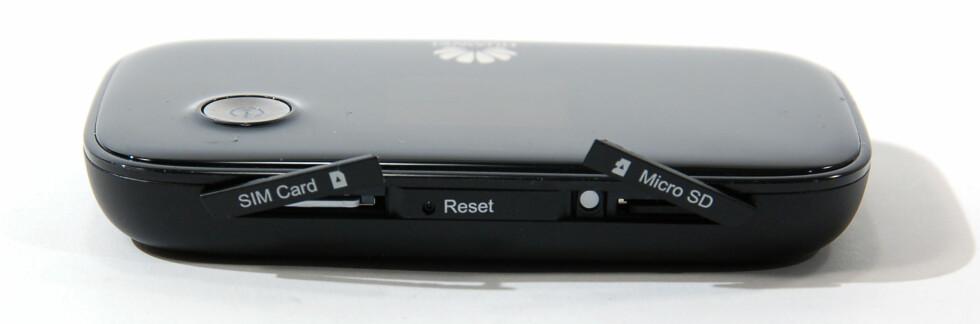 Kortplasser til SIM og MicroSD minnekort. Foto: Brynjulf Blix
