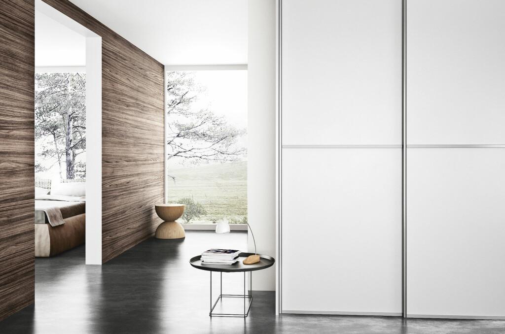 Kvik har den billigste skreddersydde garderobeløsningen. Dørene er lik de du kan se på dette bildet, med unntak av metallisten.  Foto: Kvik