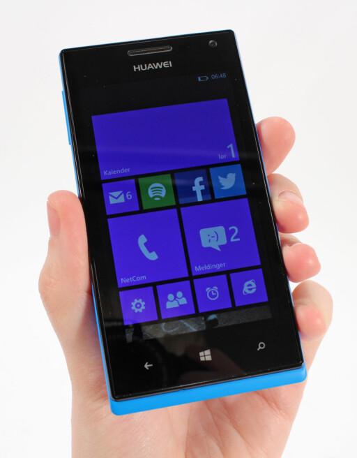BLASS SKJERM: Ascend W1 er ikke like lyssterk som andre Windows Phone 8-mobiler vi har testet i samme prissegment. Foto: Kirsti Østvang
