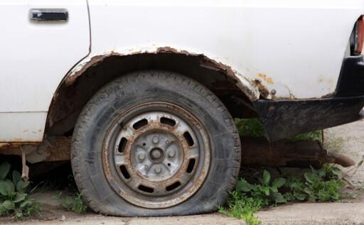 BEGGE VEIER: Det er farlig for selger, men om du som kjøper oppdager rust på en bil som er oppført som rustfri, kan du få dekket reparasjonen.  Foto: Colourbox.com