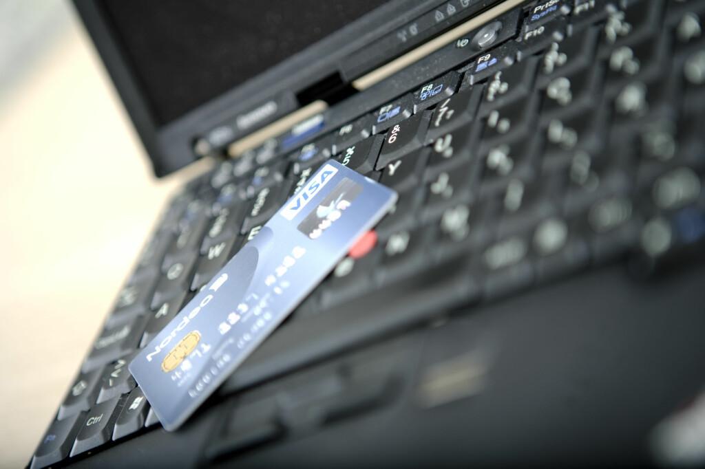 Norske forbruker opplever å få penger trukket direkte fra kredittkortet, for abonnement de ikke har takket ja til. Foto: Colourbox.com