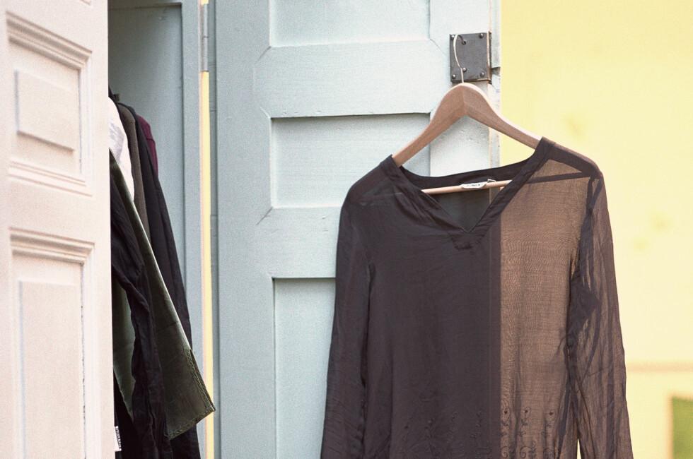 Vi har sjekket prisen på vanlige garderobeskap. Ikea og Strai er billigst. Foto: Matthieu Spohn / PhotoAlto