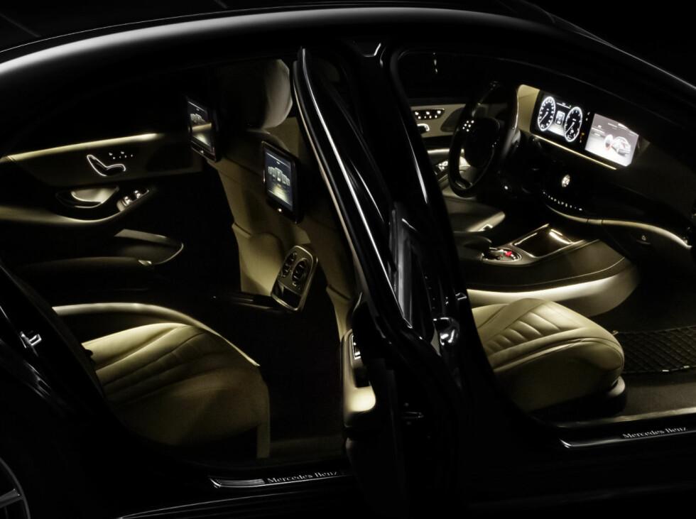 Slik ser det ut i kupeen i den nye Mercedes S-klasse. Foto: Mercedes-Benz