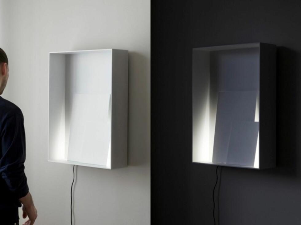 Lampen Layers består av en aluminiumsboks du henger på veggen med en lyskilde, samt to aluminiumsark som skjuler selve lyskilden. Foto: Daniel Rybakken