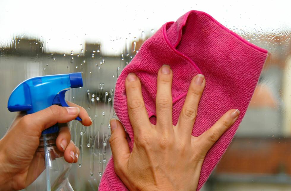 Avslørende vårsol? Her er de beste vindusvaskerådene. Foto: COLOURBOX.COM
