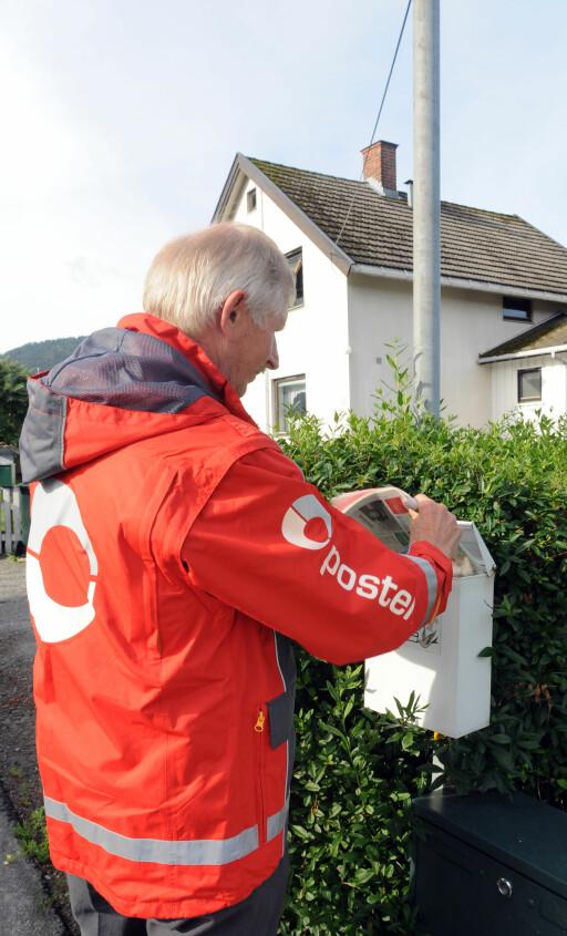 DÅRLIG IDÉ: En vanlig postkasse kan enkelt røves, og papirene tyvene finner kan brukes til et ID-tyveri.  Foto: Nils Midtbøen/Posten.no