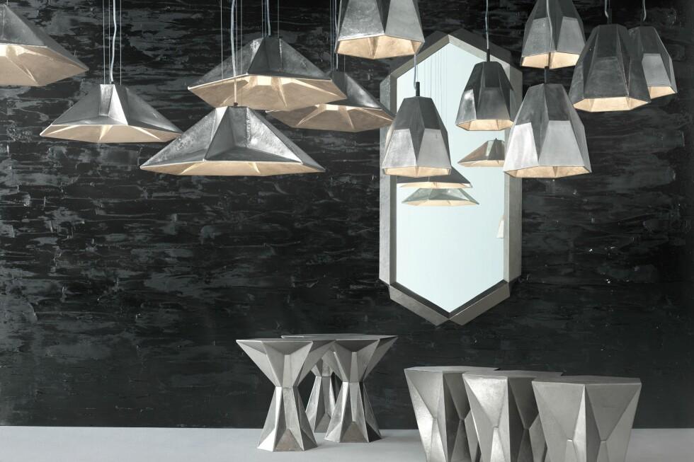 GEM-serien består av ulike lamper, bord og speil, i forniklet aluminium. Navn og form er inspirert av smykkesteiner og deres ulike fasetter.  Foto: Tom Dixon