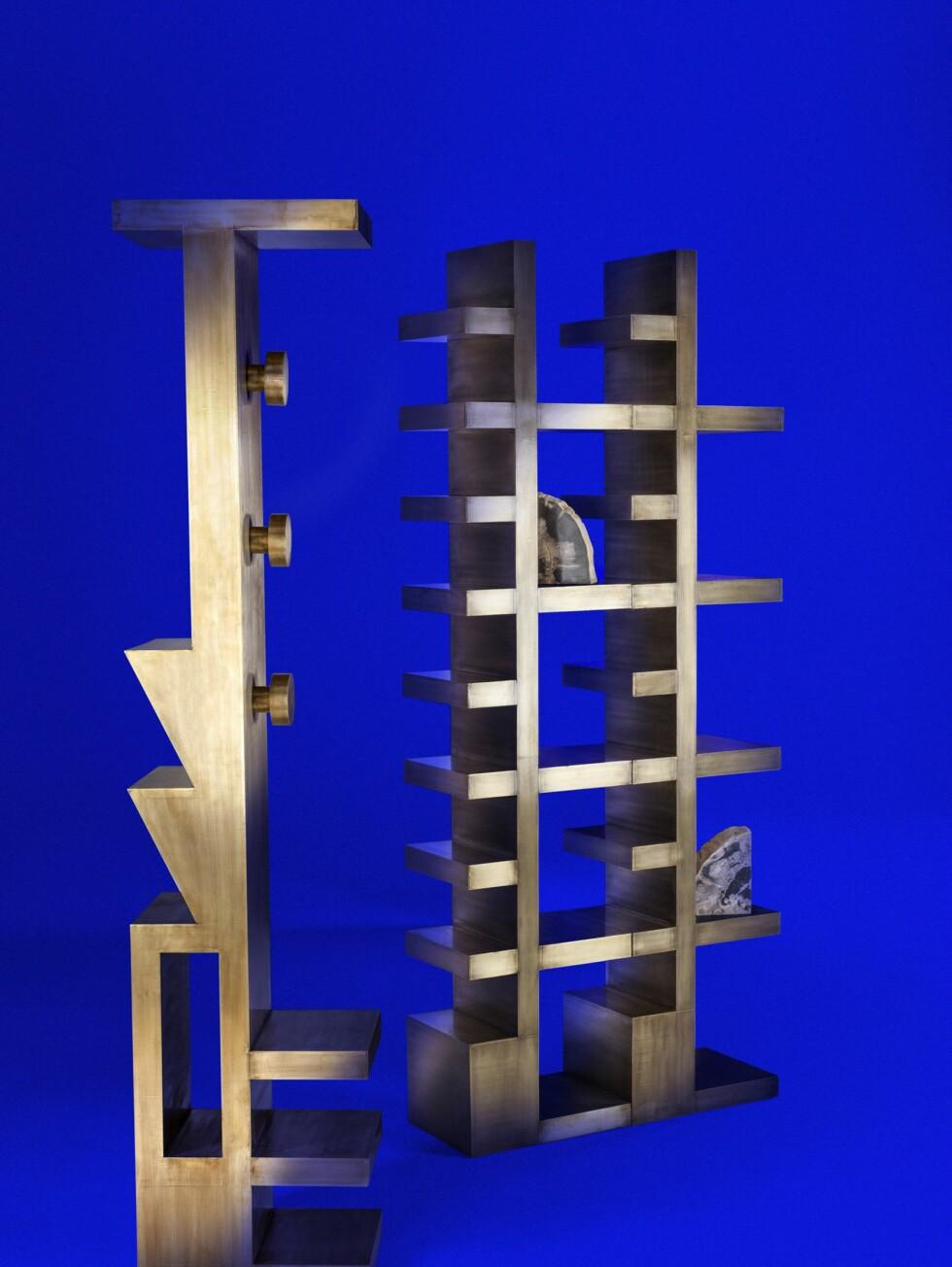 Hylle og garderobemøbel fra en serie som er passende kalt Mass. I tillegg hører det til et spisebord og et konsollbord. Massivt, men minimalistisk, for deg som er lei av å føle deg som en okse på glassmagasinet hjemme: Dette er møbler som tåler litt! Foto: Tom Dixon