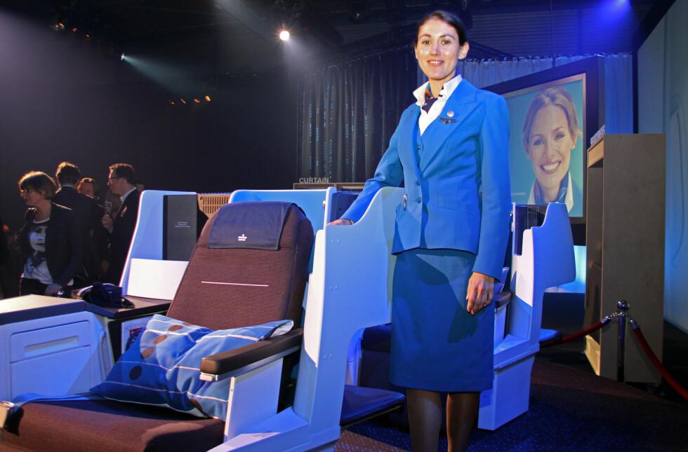 Hit, men ikke lenger: KLM lanserte sine nye liggeseter på businessklasse på Schiphol. Bare sjefene fikk prøvesitte. Kanskje var det fordi alle andre reiste på økonomiklasse? Foto: Kristin Sørdal