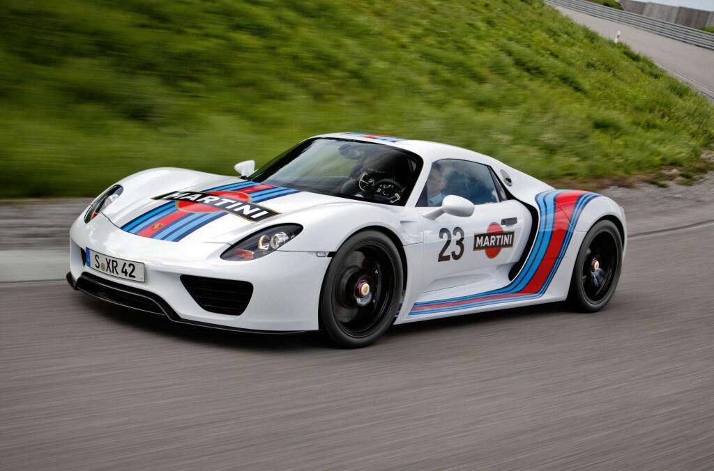 "Beklager Martini-reklamen, men her er altså 918-prototypen på vei rundt Nürburgrings nordsløyfe. Bestetid så langt: 7'14""! Foto: Porsche"