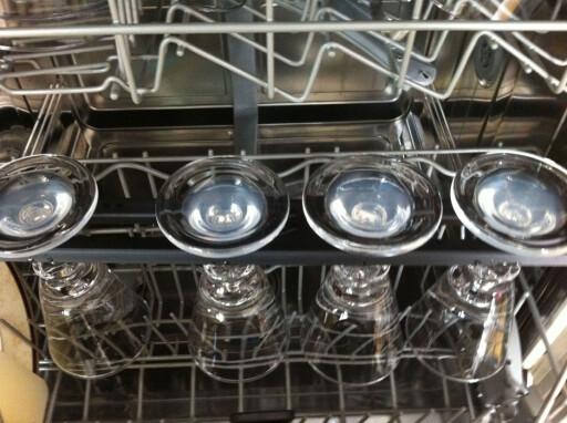 Vinstativ til oppvaskmaskinen, men de blir ikke helt rene, da. Foto: Karoline Brubæk