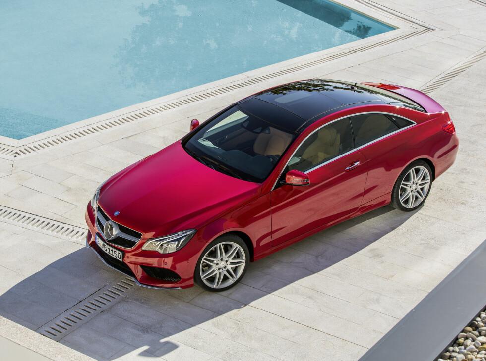 Med ansiktsløftningen gjennomført fremstår E-klasse Coupé  som enda mer elegant enn tidligere, synes vi. Bilen bygges for øvrig på C-klasse-plattform. Foto: Daimler