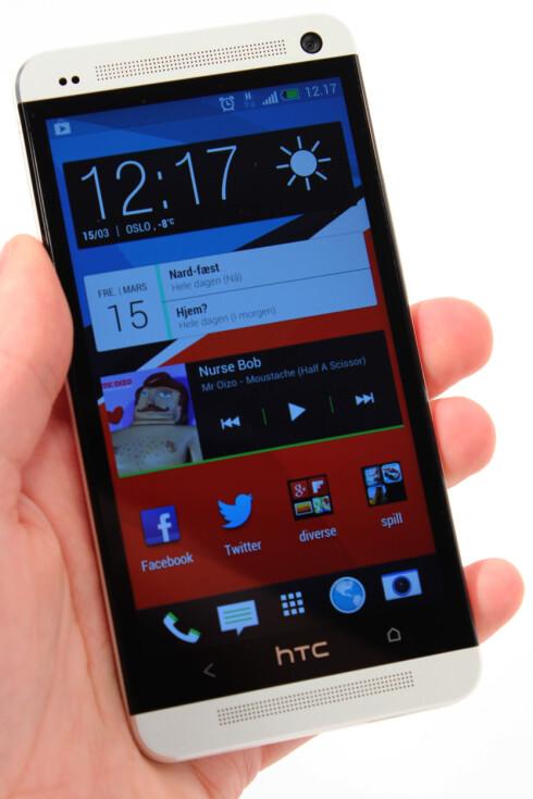 PENT: HTC One kjører Sense 5.0, som er enda mer stilrent enn tidligere.  Foto: Ole Petter Baugerød Stokke