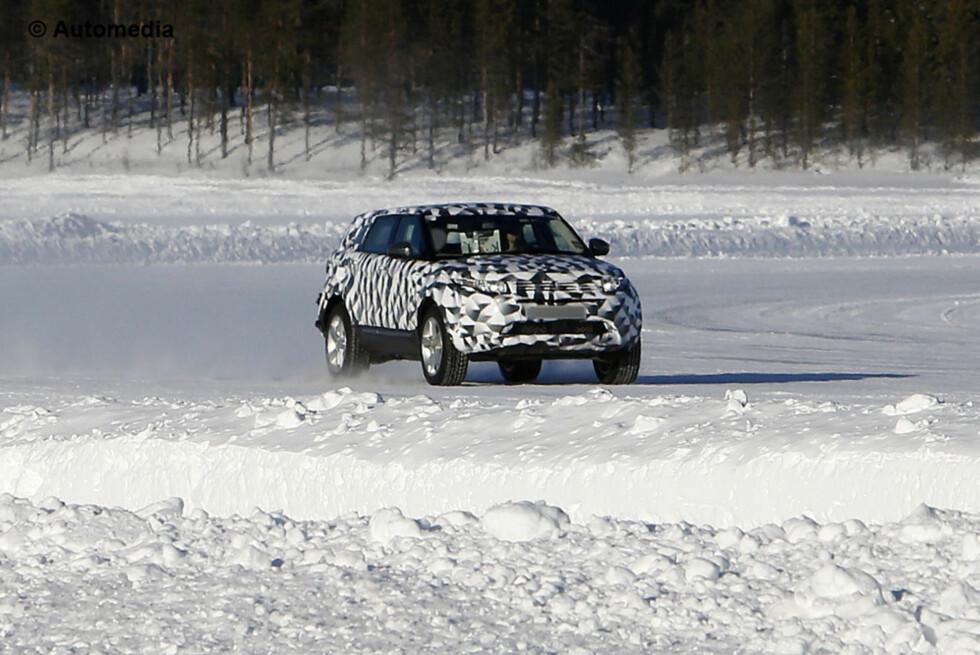 Neste generasjon Land Rover Freelander er her observert av Automedia under vintertesting. Den blir lettere, får nye motorer og nytt 4x4-system. Foto: Automedia