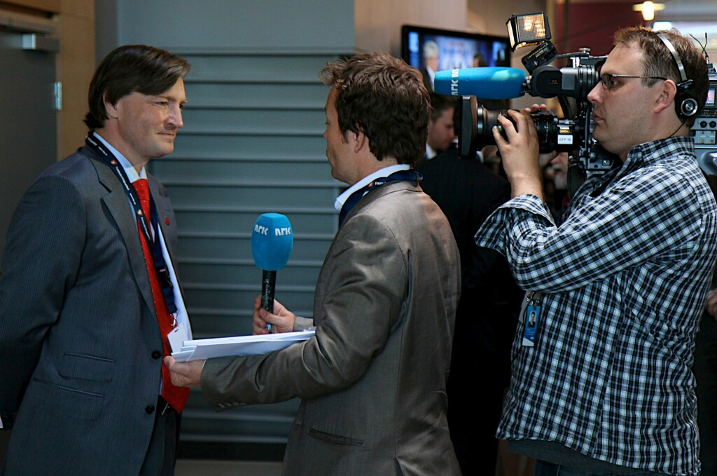 VIL FJERNE DOKUMENTAVGIFTEN: FrPs Christian Tybring-Gjedde vil, sammen med Venstre og KrF, fjerne hele dokumentavgiften.  Foto: FrP