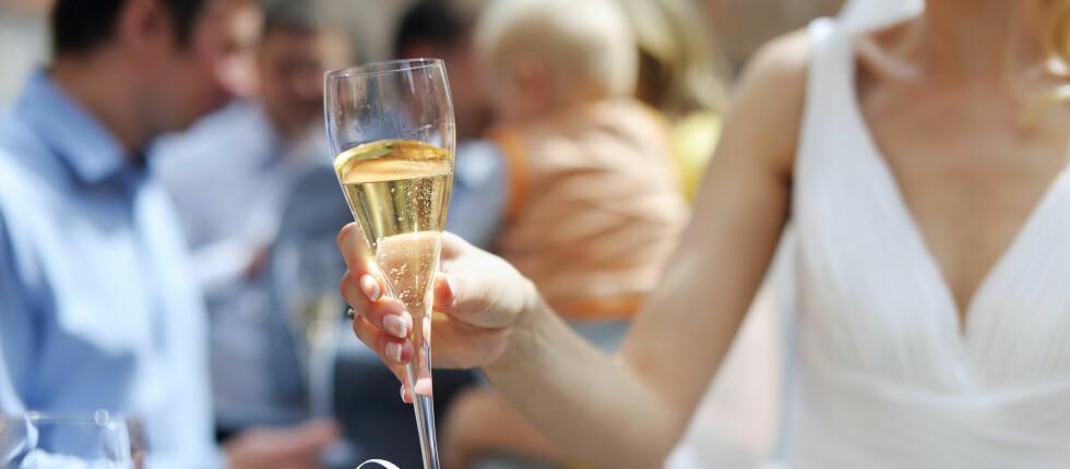 Et bryllup kan fort bli kostbart for lommeboken. Da er det jo greit å ta med seg de eventuelle skattefradragene ekteskapet medfører.  Foto: Colourbox