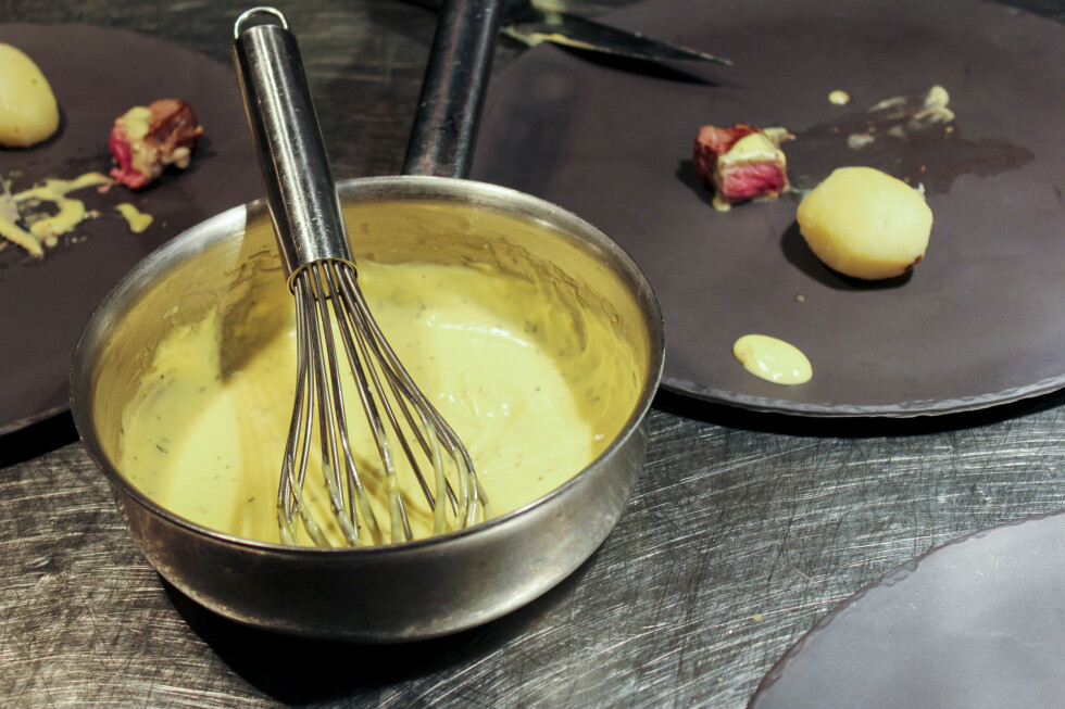 De ferdige bernaisesausene vi har testet var av svært varierende kvalitet. Noen smakte godt, andre smakte rett og slett forferdelig. Foto: Elisabeth Dalseg