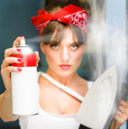 Glidelåser som ikke vil henge fast, kan du fiksere med spray - eller smelte sammen med strykejern.  Foto: Colourbox.com