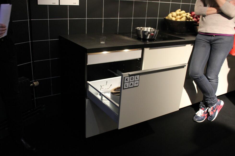 Med mørkebrune skap i fin finish slipper du å dekke sidene av kjøkkenskapet. Foto: Elisabeth Dalseg