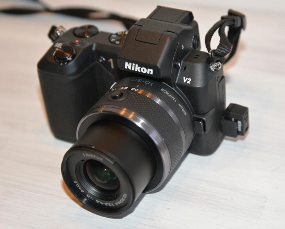 Senderen plassert i Nikon 1 V2 Foto: Brynjulf Blix