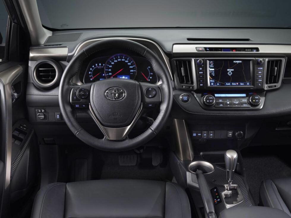 Ny RAV4: Klassisk interiør Foto: Toyota