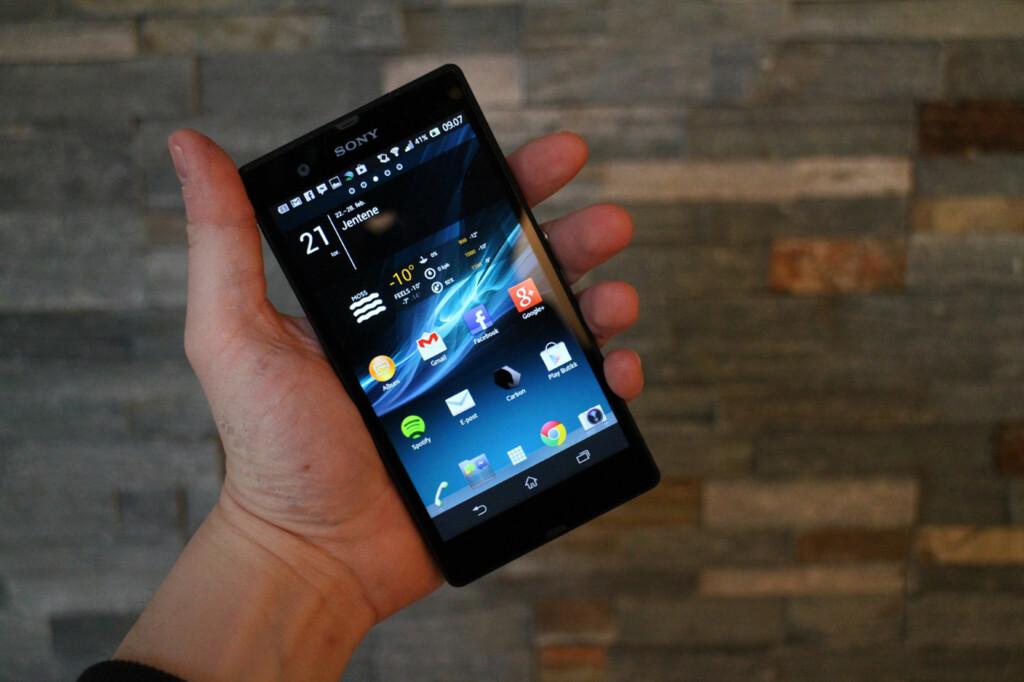 Med fem tommers skjerm og full HD-oppløsning er Xperia Z en stor og skarp smarttelefon.