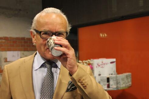 – Som navnet tilsier er dette italiensk-inspirert espresso laget «av kjærlighet». Espresso-drikkerne foretrekker en kaffedrikk som er sterkere enn vanlig kaffe, og vi tilbyr i første omgang fire kapsel-varianter med varierende styrke, sier Herman Friele i en pressemelding. Her fra lanseringen av Senseo som Friele også leverer kaffepods til. Foto: Elisabeth Dalseg