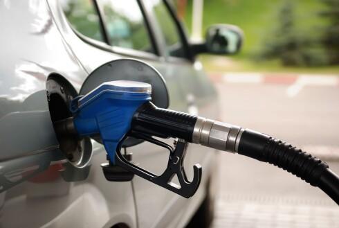 ELEMENTÆRT: Men ikke alltid lett å få tak i, så pass på å fylle tanken før bensinstasjonene forsvinner i bakspeilet. Foto: PANTHER MEDIA