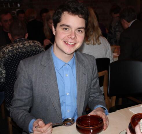 Lasse Skjønning Andersen (23) har en egen passion for porridge, som han sier det selv, og serverer grøt i alle varianter i sin grøtbar Grød på Nørrebro i København.   Foto: ELISABETH DALSEG